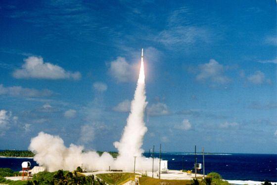 Un interceptor de prueba lanzado desde Hawai en 2001