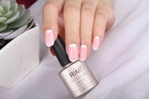 ピンクの爪とネイルケア