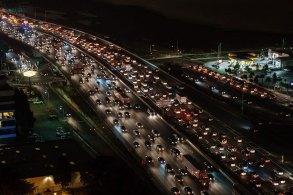 夜の交通渋滞