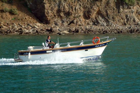 Locazione barca senza patente nella laguna di Venezia (2/3)