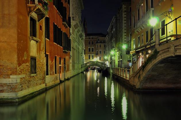 Tour serale in barca per i canali di Venezia (2/2)