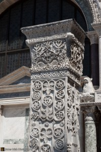 Detail of one of the pillars