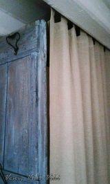 Függöny rejti a bojlert és mosógépet