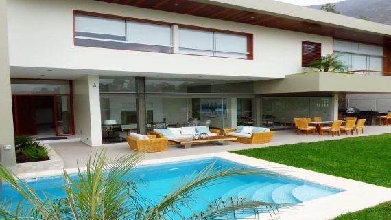 ¡Espectacular Casa en Venta c/vista panorámica a La Molina!