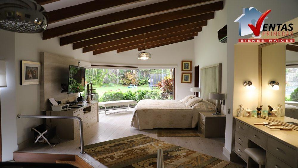 Bella Casa por Country Club Rinconada en Venta