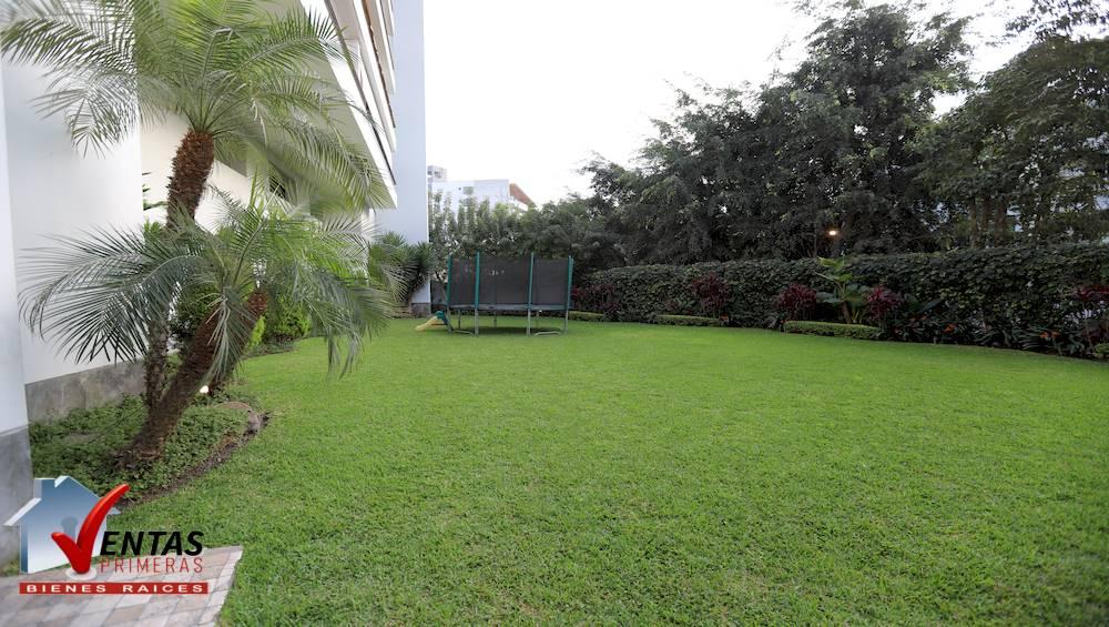 Depa moderno con vista jardines en surco