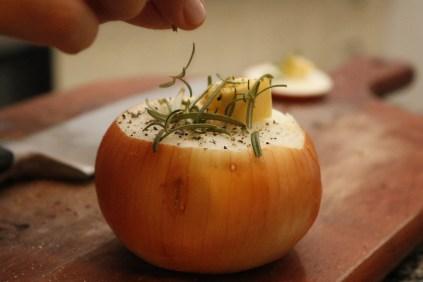 Cebolas assadas com manteiga e alecrim (26)