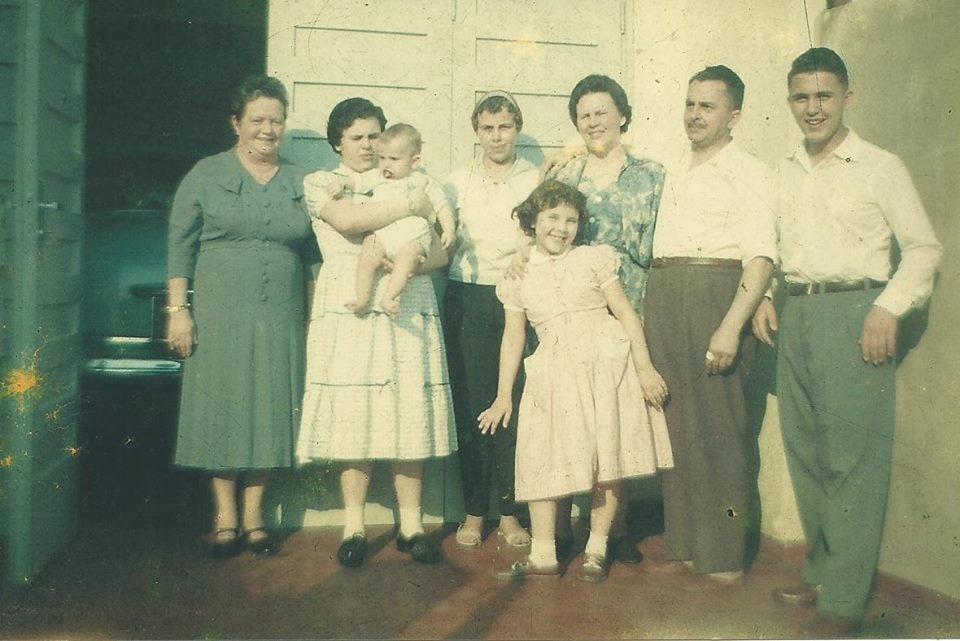 familia-reunida-pascoa
