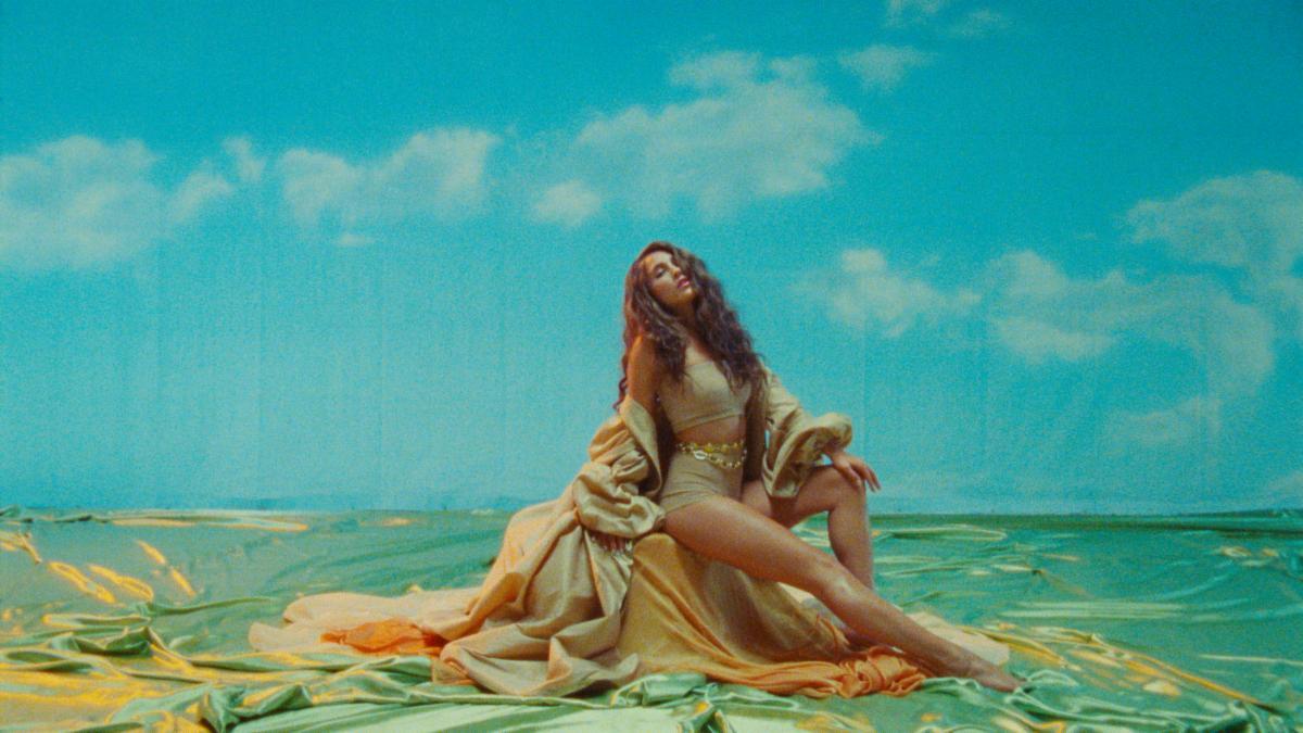 "EVANGELIA Releases New Single ""Fotiá"" – Scoftware Magazine"