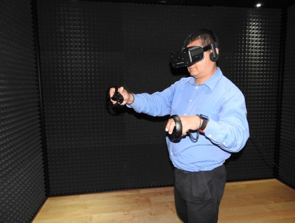 Dean Takahashi demos the Oculus Rift and Oculus Touch.