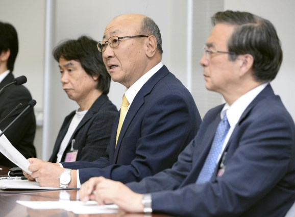 Kimishima (center) will lead the company alongside Miyamoto (left) and Takeda (right) into mobile gaming.