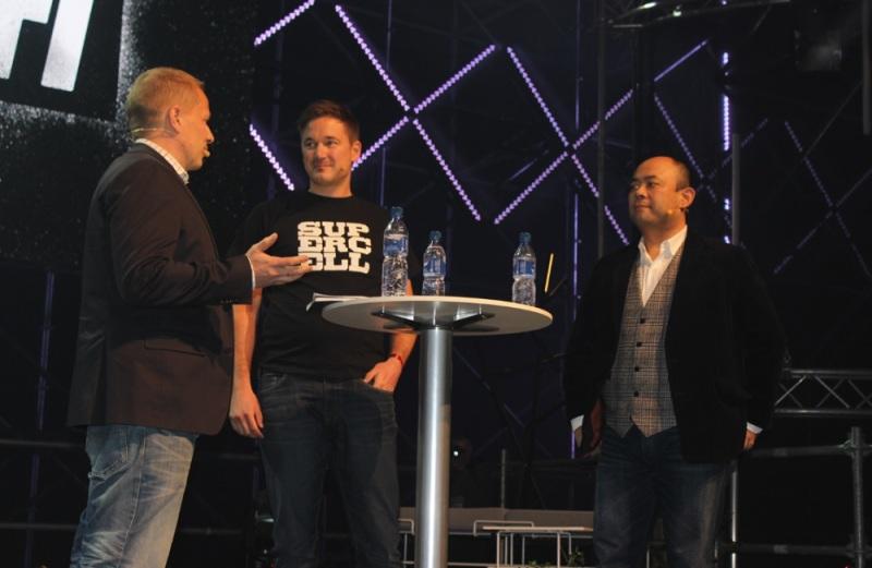 Supercell's Ilkka Paananen (center) and SoftBank's Taizo Son (right)