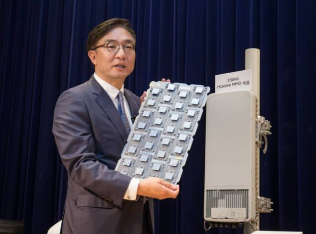 A Samsung official shows off 5G tower hardware.