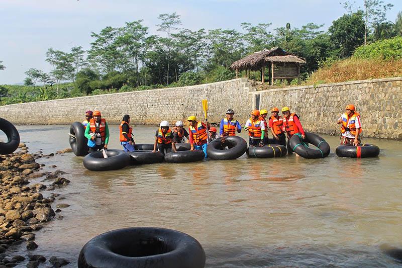 river tubing di desa wisata