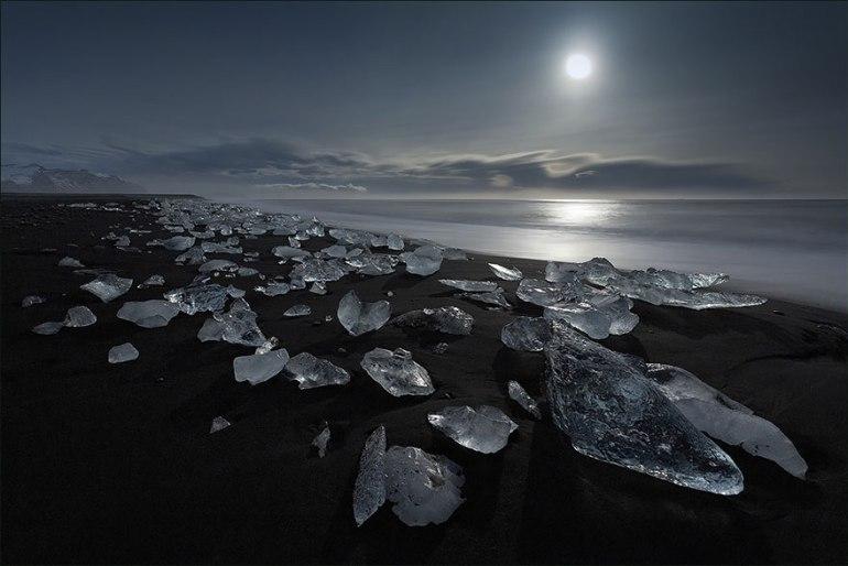 5-jokulsarlon-iceland-glacier-black-sand