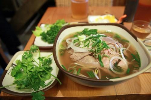 street-food-hanoi-pho.jpg