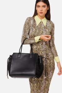 woman with leopard dresses standing with a Elisabetta Franchi Shopper Faux Napa on her arm