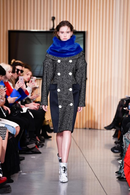 Gilberto Calzolari F/W 2020 collection with a girl dressed with long coat with bottons and blue confy type of wool in the neck