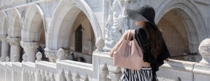 Woman with a hat turned back with a bag on her shouder, pink from MIOMOJO BAGS brand