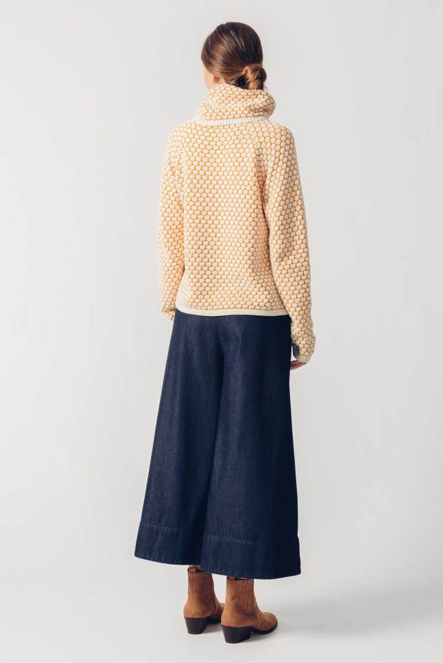 SKFK sweater igorre yellow with a denim jeans and boots