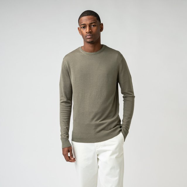 ISTO merino wool green sweatt with white pants for man