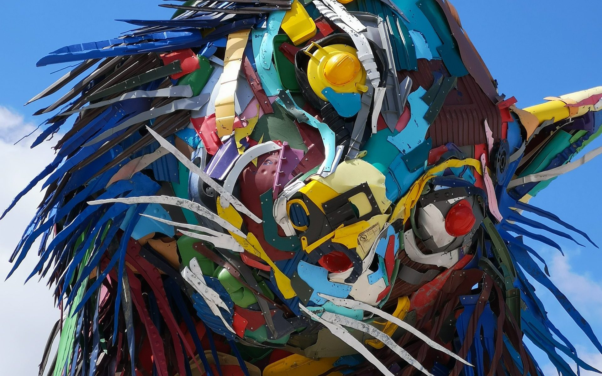 JUST HEAD OF iBERIAN lYNX IN PLASTIC MATERIAL FROM BORDALO II ARTIST AND ACTIVIST