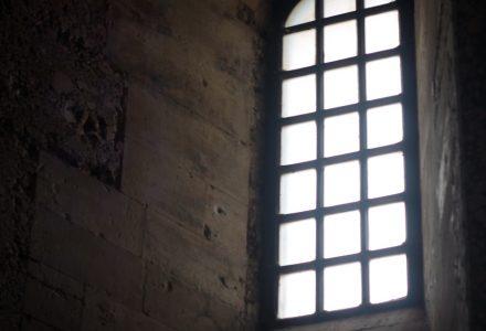 VeraItalia_Castel-Del-Monte_finestra©SaraRania