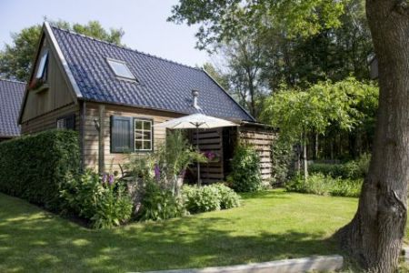 tiny house in eigen tuin