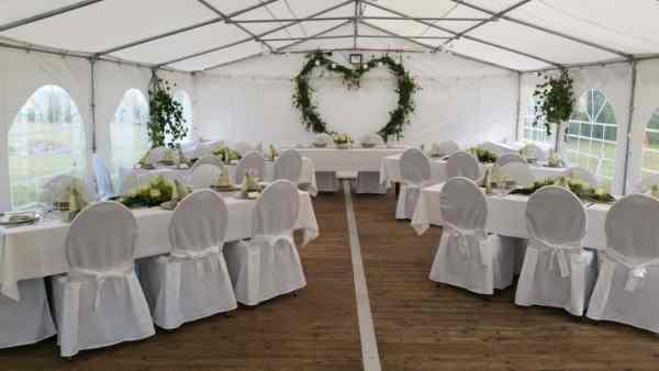 Festzelt-Hochzeit