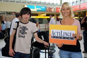 Organizovan doček mladih polaznika na aerodromu u Beču