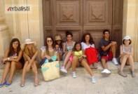"""Grupna jezička putovanja mladih polaznika jezičke mreže Verbalisti obavljaju se uz pratnju iskusnih profesora (Foto: Verbalisti polaznici na Malti). Klikni na Jezički programi i kursevi engleskog jezika za mlade"""" za detalje programa i cene."""