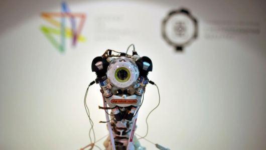 ECCEROBOT reaguje na spoljni svet na isti način kao i čovek