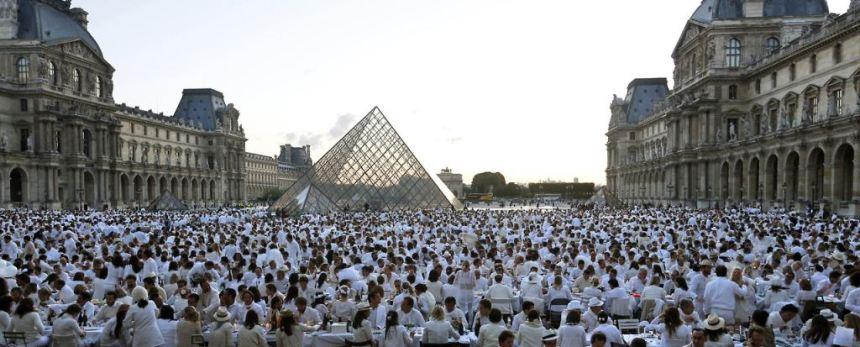 Pariz tajna vecera u belom