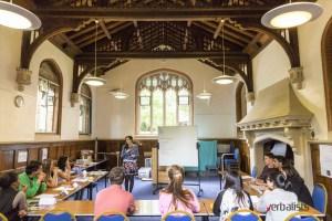 Na casu akademskog programa ucenja engleskog u St. Hughs univerzitetu