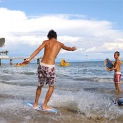 Duga peščana plaža idealna je za razne sportske aktivnosti i zabavu