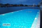 Jedna od večernjih aktivnosti je i kupanje u bazenu Badeschiff koji je izgrađen iznad reke Spree