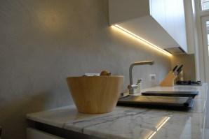 Keukenwanden in VERBAU-betonstuc #12: kiezelgrijs.
