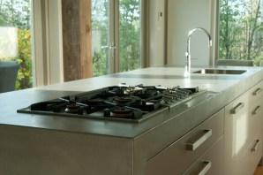 Keukenmeubel VERBAU-betonstuc kleur #02 ijzererts. In samenwerking met en in opdracht van Culimaat, high end kitchens.