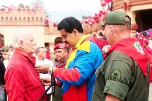 Nicolás Maduro condecoró a José Vicente Rangel  con la distinción 4 de Febrero/ AVN