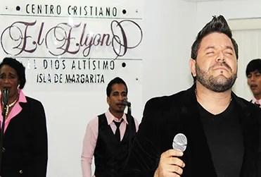 El adorador Kerwin Márquez ministró durante la celebración