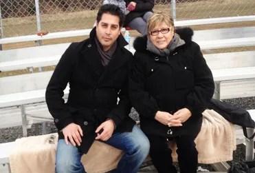 David Ricca junto a su madre, quien ha sido su gran apoyo y lo llevó a encontrarse con el Señor