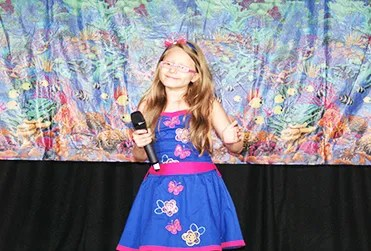 La niña María Juliana durante su presentación