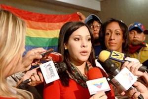 Andreína Tarazón, ministra para la Mujer, declara a su salida de la reunión con la comunidad sexodiversa / AVN