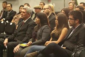 Parte del público asistente a la presentación del libro en la sede de Sudeban / EZ