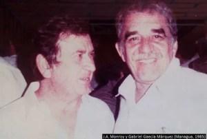 Juan A. Monroy (i) junto a Gabriel García Marquez (d)