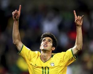 El futbolista Kaká agradece a Dios por su familia