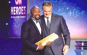 El pastor Richard recibiendo el reconocimiento por el programa Héroes de CNN / CNN