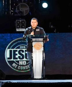 El pastor Javier Bertucci, impartió el mensaje de la Palabra de Dios durante el congreso / EEC