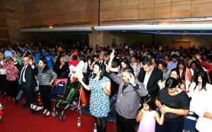 Cientos de personas se congregaron para adorar al Señor