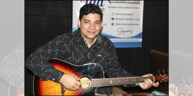 Edgar Martínez Labrador le rinde tributo al Señor con su música y composiciones